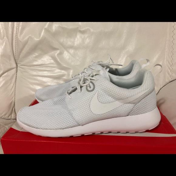 11ad79b56f636 Nike Roshe One White Men s Size 11 New
